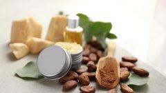 Kakao Yağı: Cilt Kurumasını ve Soyulmasını Önler!