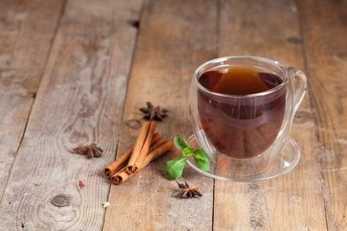 bardakta tarçın çayı