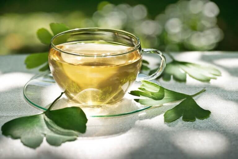 bir bardak sıcak bitki çayı