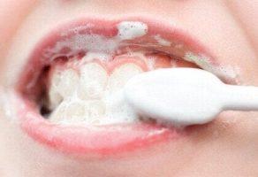 Dişleri Beyazlatmak için Doğal Ev Tedavileri