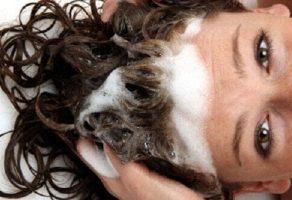 Saç Dökülmesini Önlemek için Ev Yapımı Şampuan